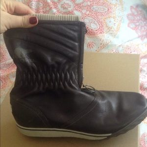 Shoes - Sorel all weather boots size 10 chocolate brown